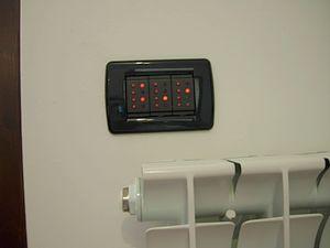 Schema elettrico della fotoresistenza che determina se il giorno o la notte.