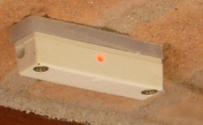 Sensore Reed per le finestre modificato con l'aggiunta di un led lampeggiante
